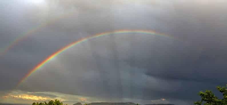 Arcoíris secundario o doble arcoíris