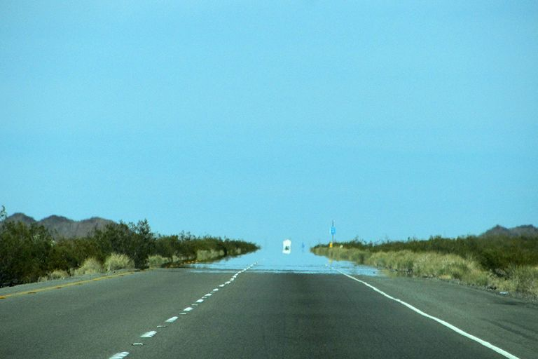 Espejismo en carretera