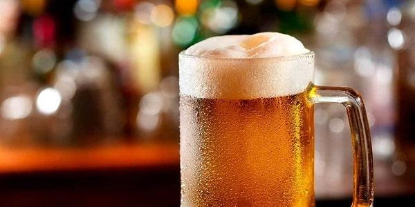 Cerveza con gotas frías